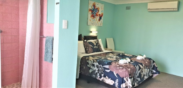 Queen Partial Ocean View Room Accommodation at Ocean View Motel - Mollymook NSW. Free Wi-Fi is included.