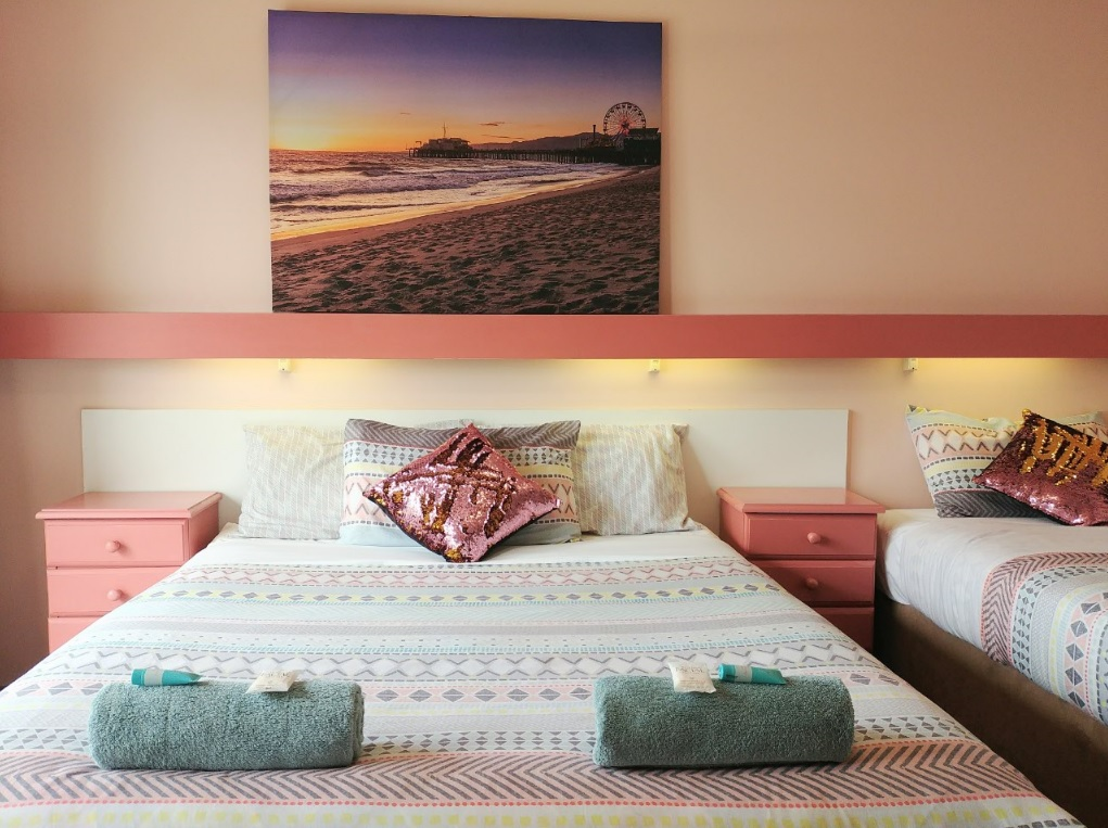 Twin Standard Ocean View Room Accommodation at Ocean View Motel- Mollymook NSW. Free Wi-Fi is included.